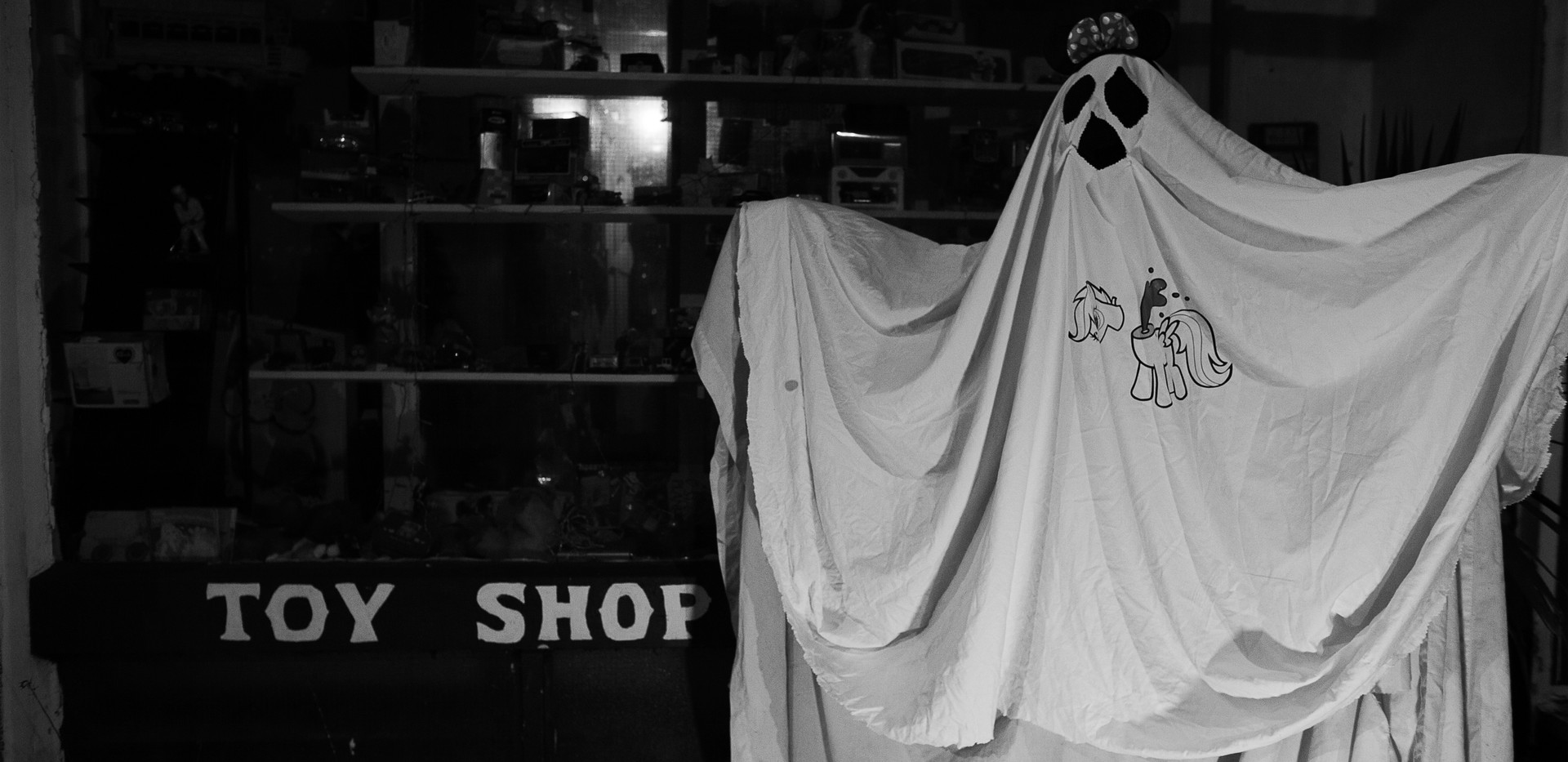 toy shop ghost