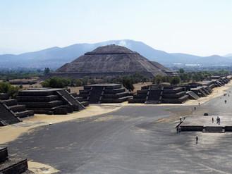 Mexico City_grosser Abschied vor den Pyramiden in Teotihuacán