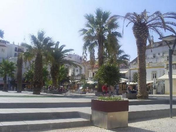 Albufeira_street_scene
