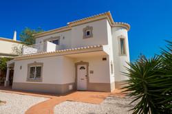 AT009_1-Villa 146 Front fasade
