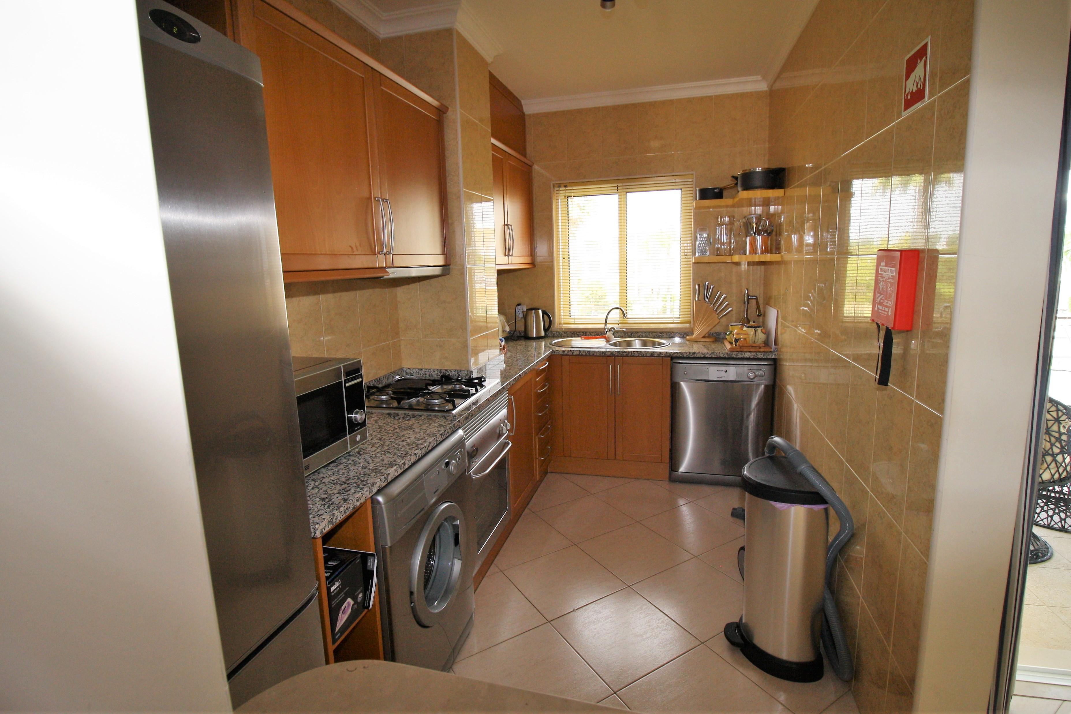 AT08-Apt 1 B Alvor Kitchen