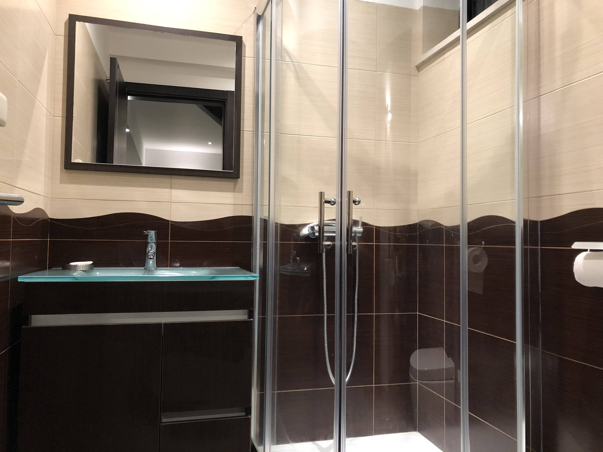 Bathroom suite with shower