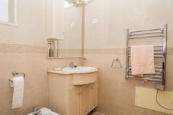 AT009_1-Villa 146 Bathroom upper