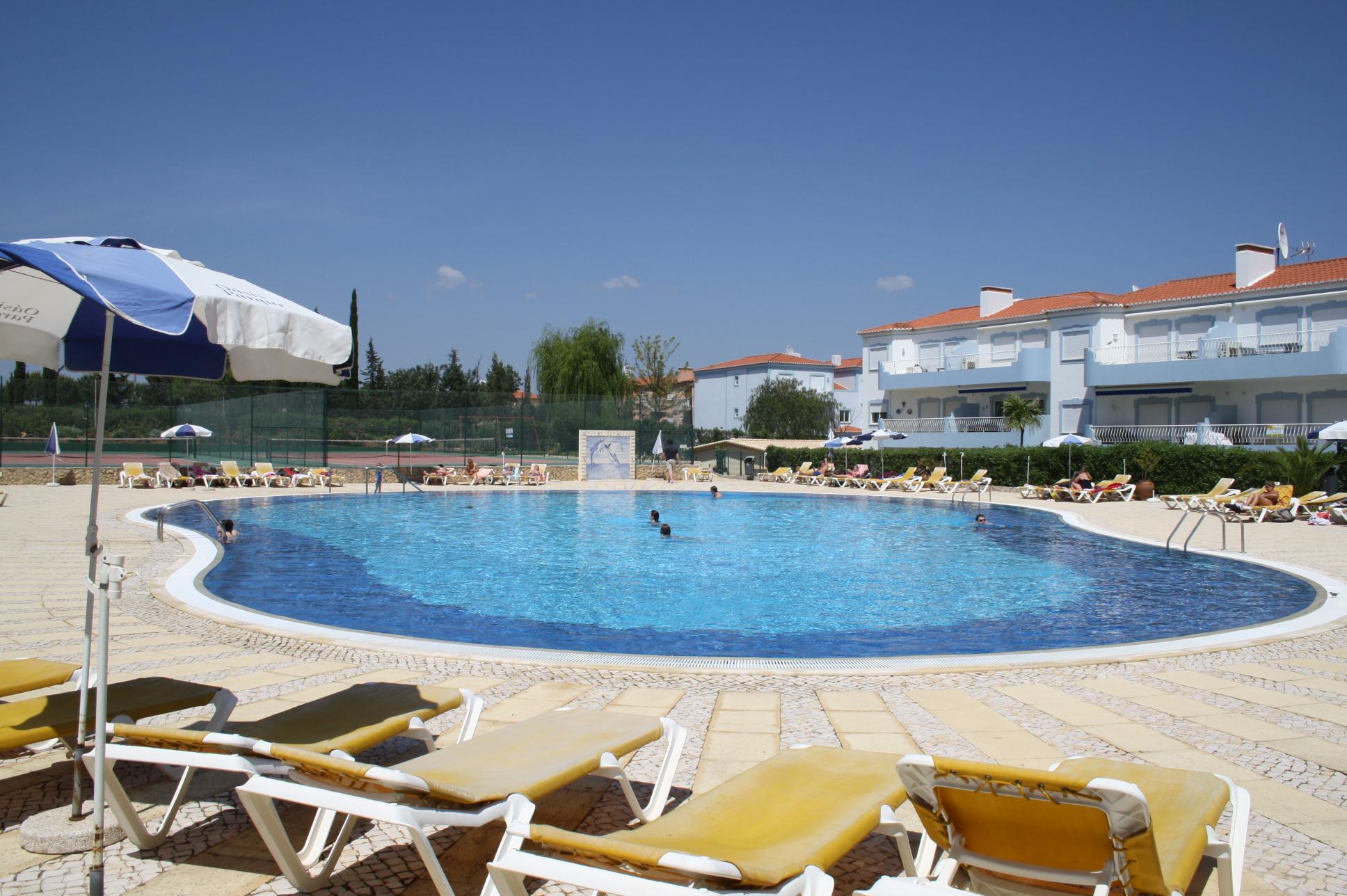 Oasis Parque Pool