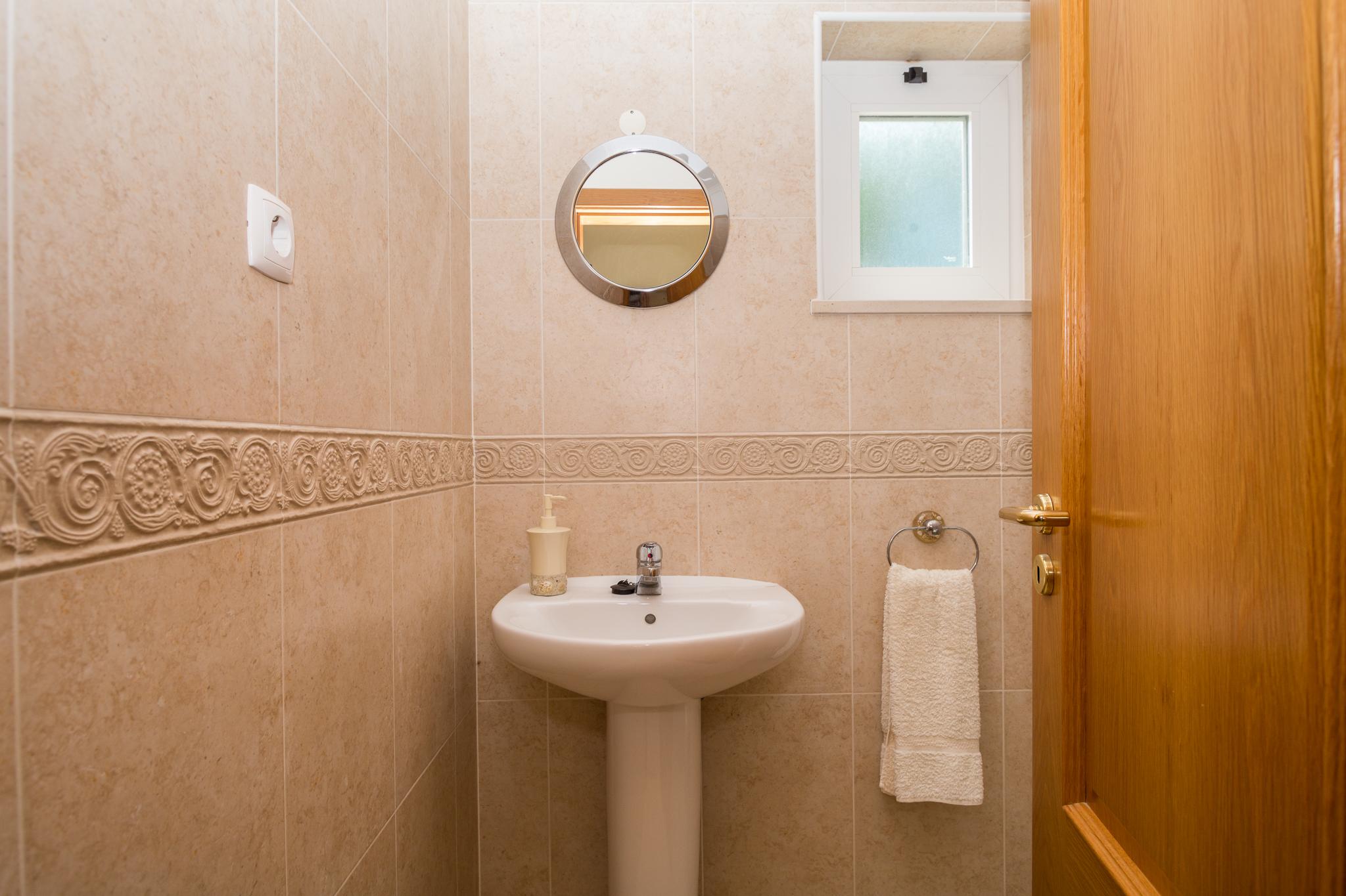 AT009_1-Villa 146 Cloakroom