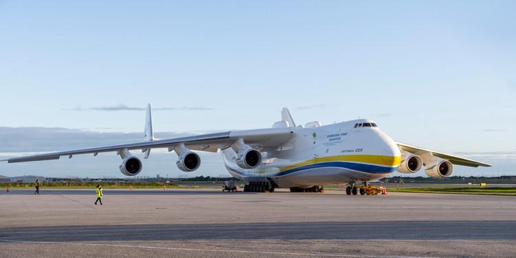 Antonov An-225 preparing for departure