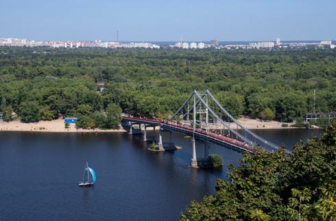 Penestrian bridge over the Dniepro river