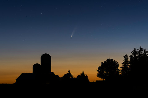 Comet C/2020 F3 (NEOWISE) at dusk in Caledon, Ontario