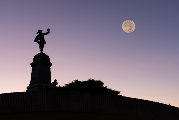 Statue and supermoon at Nepean Point