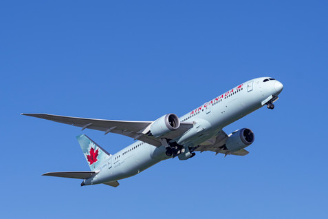 """Boeing 787 """"Dreamliner"""" on route to Vancouver, BC"""