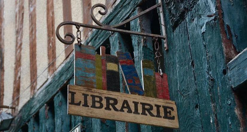 bookstore-3697999__480_edited.jpg
