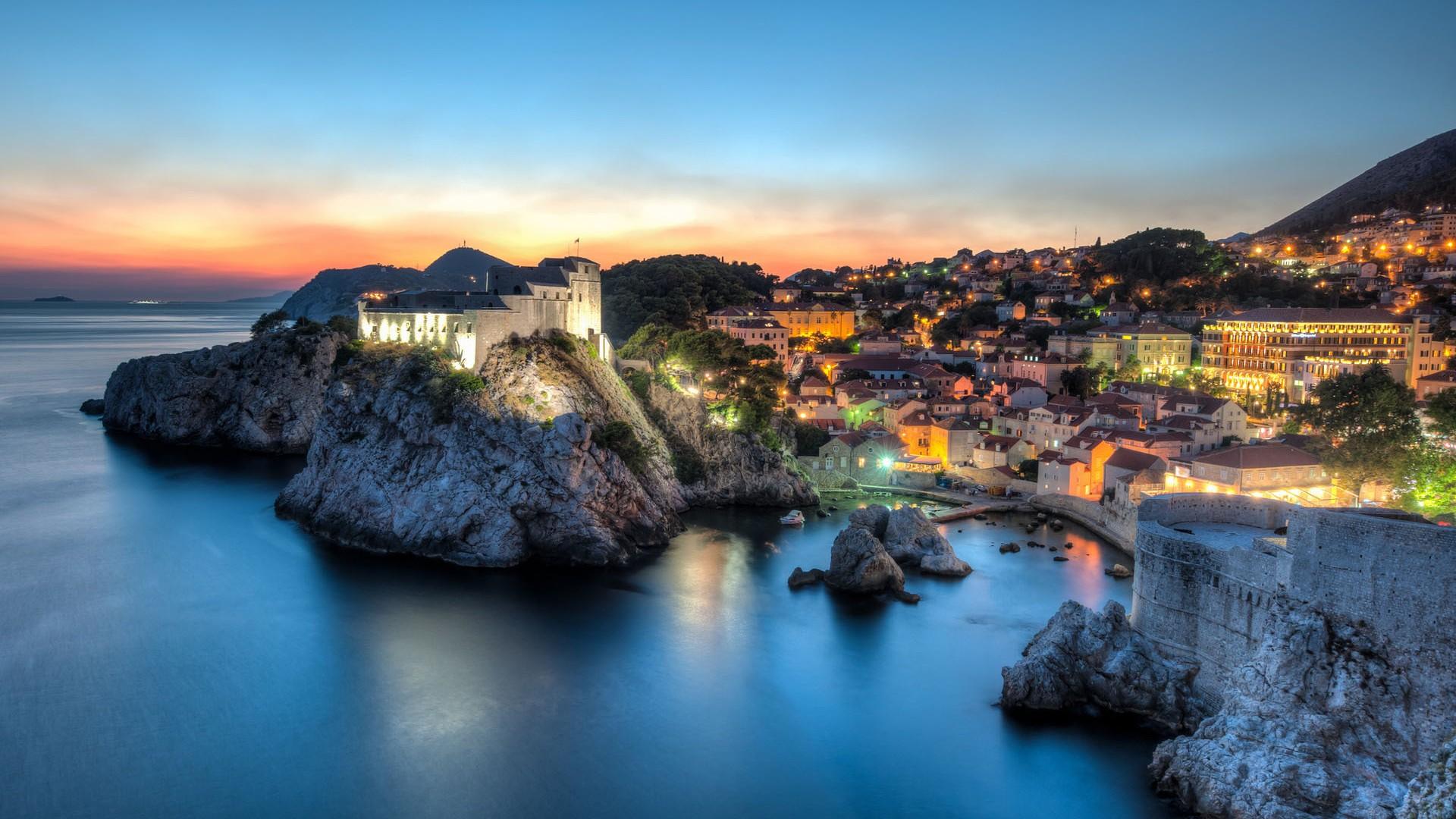 croatia-dubrovnik-night