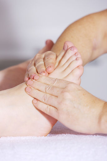 foot-massage-2133279_1920.jpg