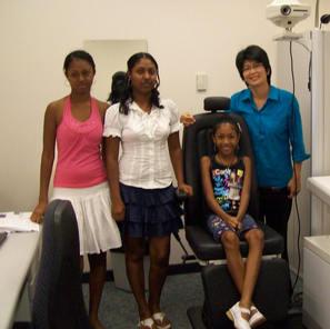 Frouville girls with Dr Mei-ling Tay-Kearney18.02.2007.JPG