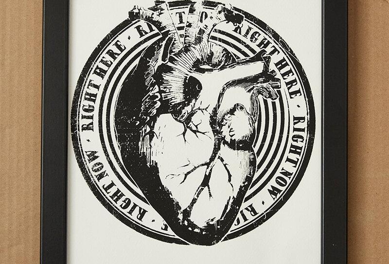 Wandbild mit Herz Design in schwarzem Rahmen von VULKANVULKANVULKAN   VULKAN Shop