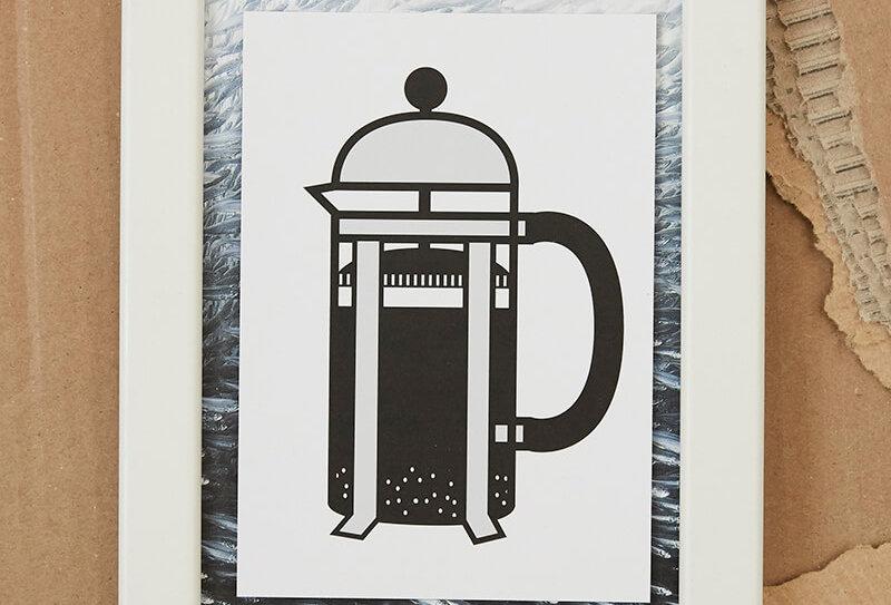 Handmade Postkarte von VULKANVULKANVULKAN zeigt Grafik von einer Kaffee Stempelkanne | VULKAN Shop