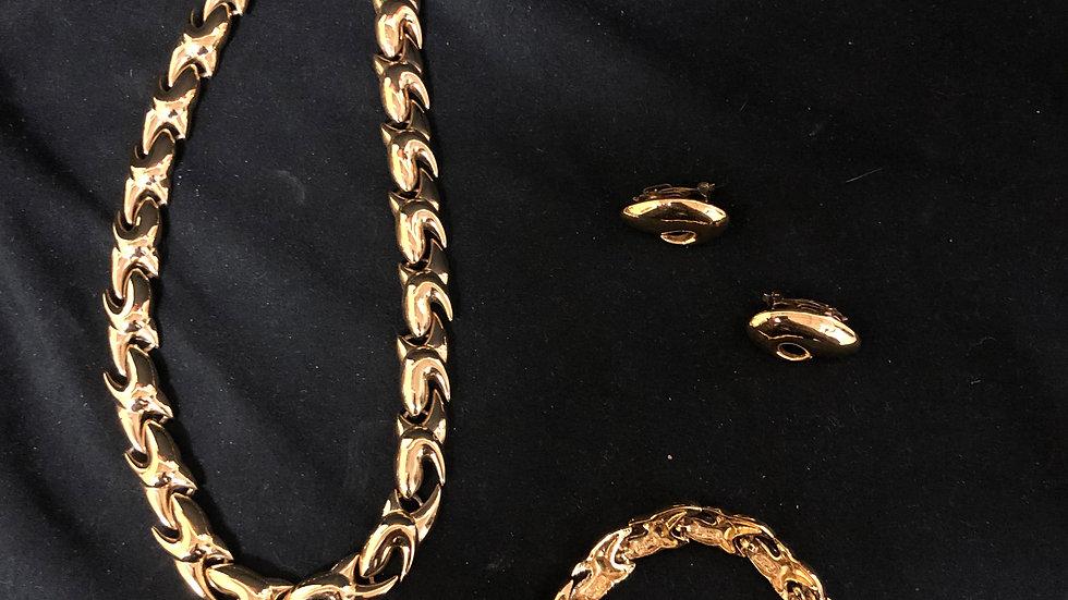 Gold Jewelry: Necklace, Earnings, Bracelet