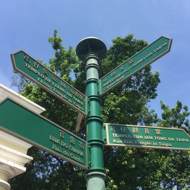Em Macau, os nomes de ruas e praças são apresentados em português e cantonês