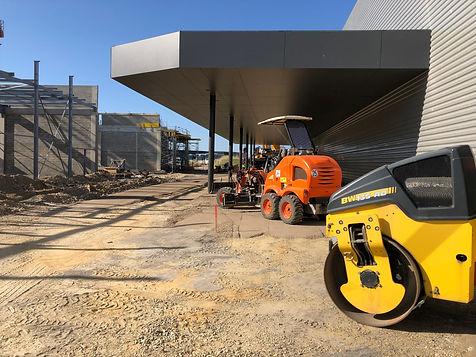 bâtiment-chantier-niveleuse-compacteur-B
