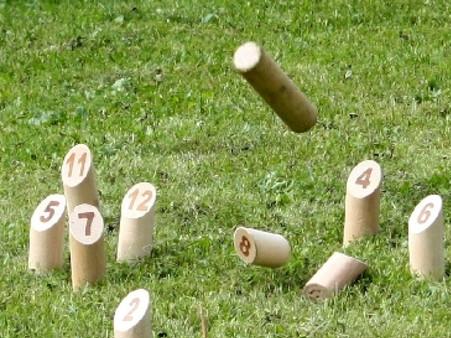 thumb-le-molkky---un-jeu-de-quilles-venu