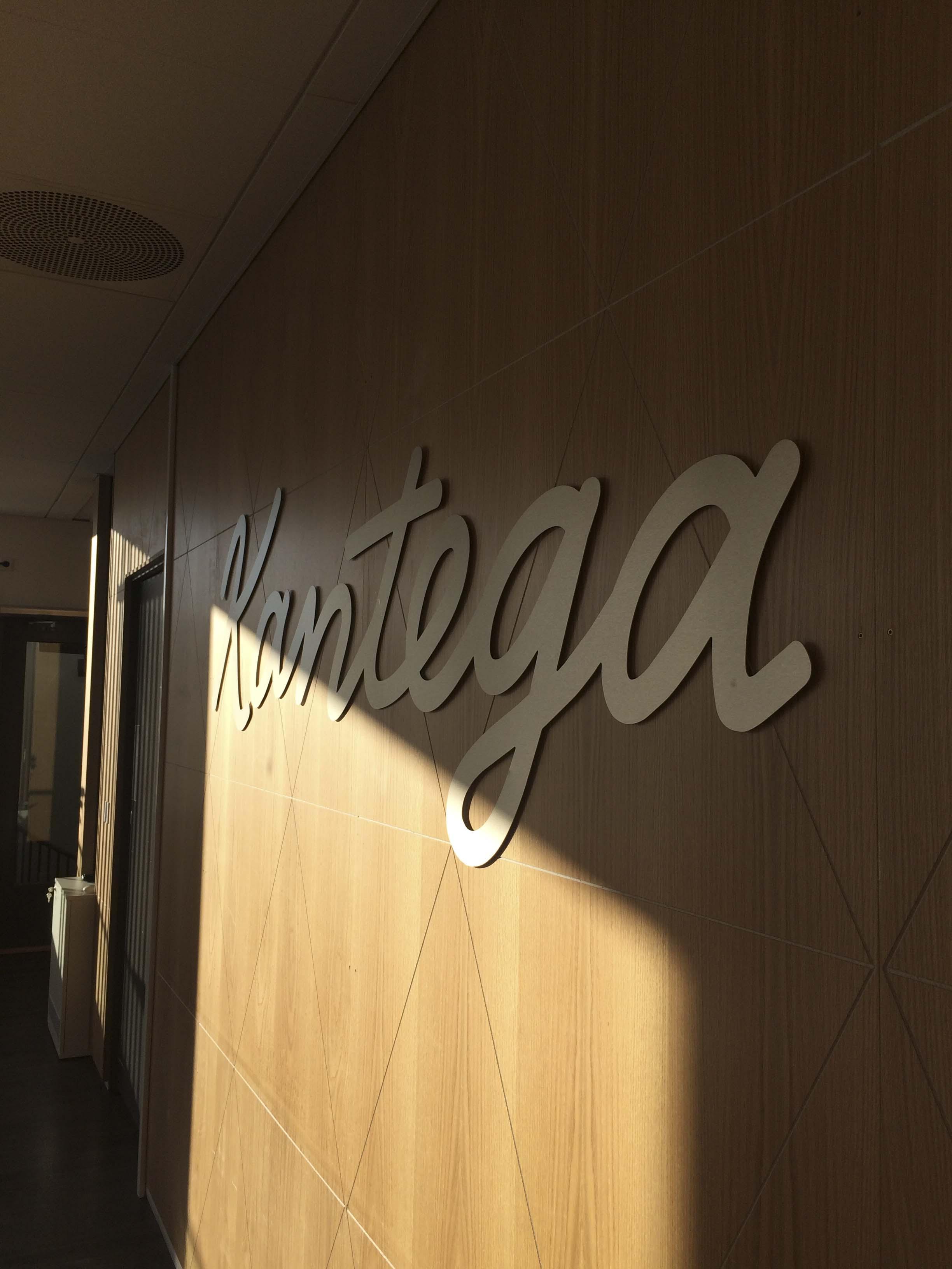 Logo på veggen
