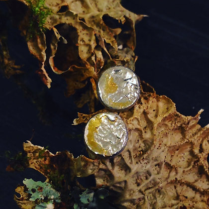 Windfall lichen studs with Gold