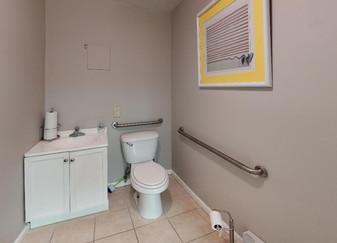 133-Madison-St-A1-Bathroom.jpg