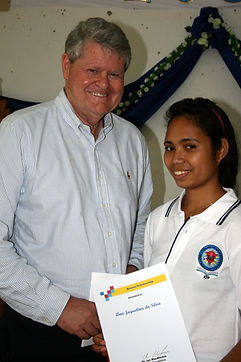 Gradu Ana Jacqueline da Silva receives h