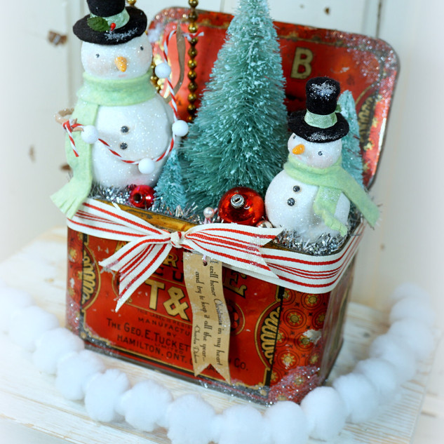 Snowy Duo Antique Tin
