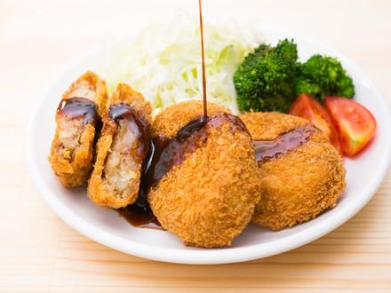 為什麼炸豬排要配高麗菜絲?