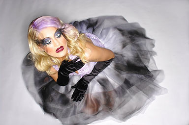 Model Lyndsay Wresen; Photo Credits Ric Douglas; MAU