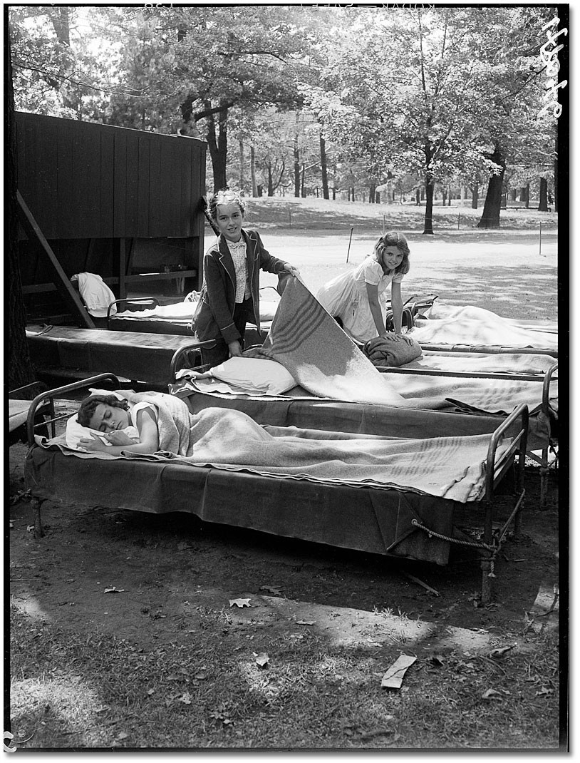 Setting Up Beds 1952 (Toronto Archives)