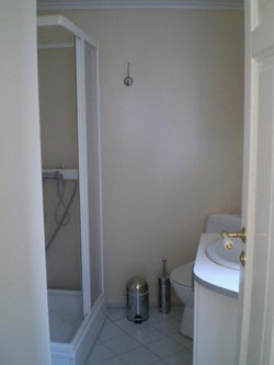 Studio-flat bathroom
