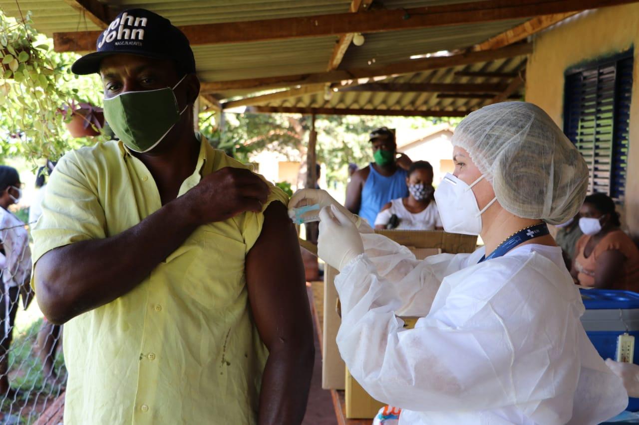 Vacinação na Comunidade Quilombola Chácara do Buriti