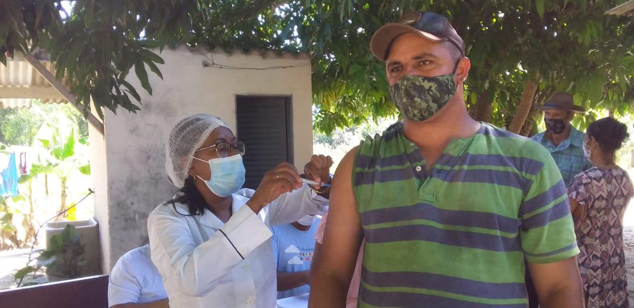 Vacinação na Comunidade Quilombola Família Bispo
