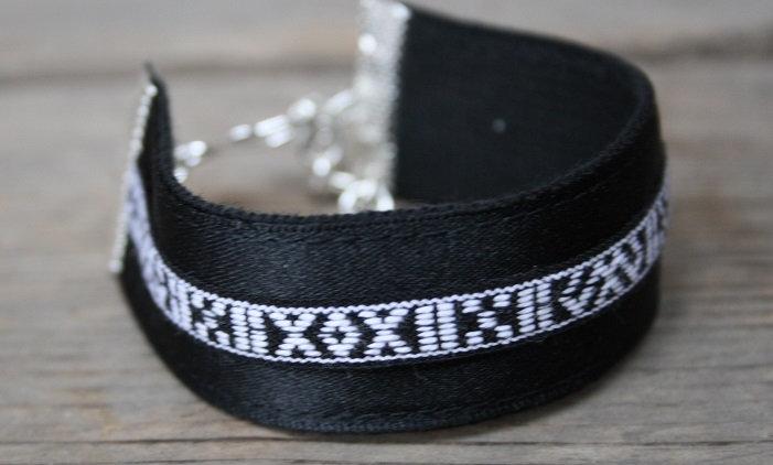 Svart armband med hattband
