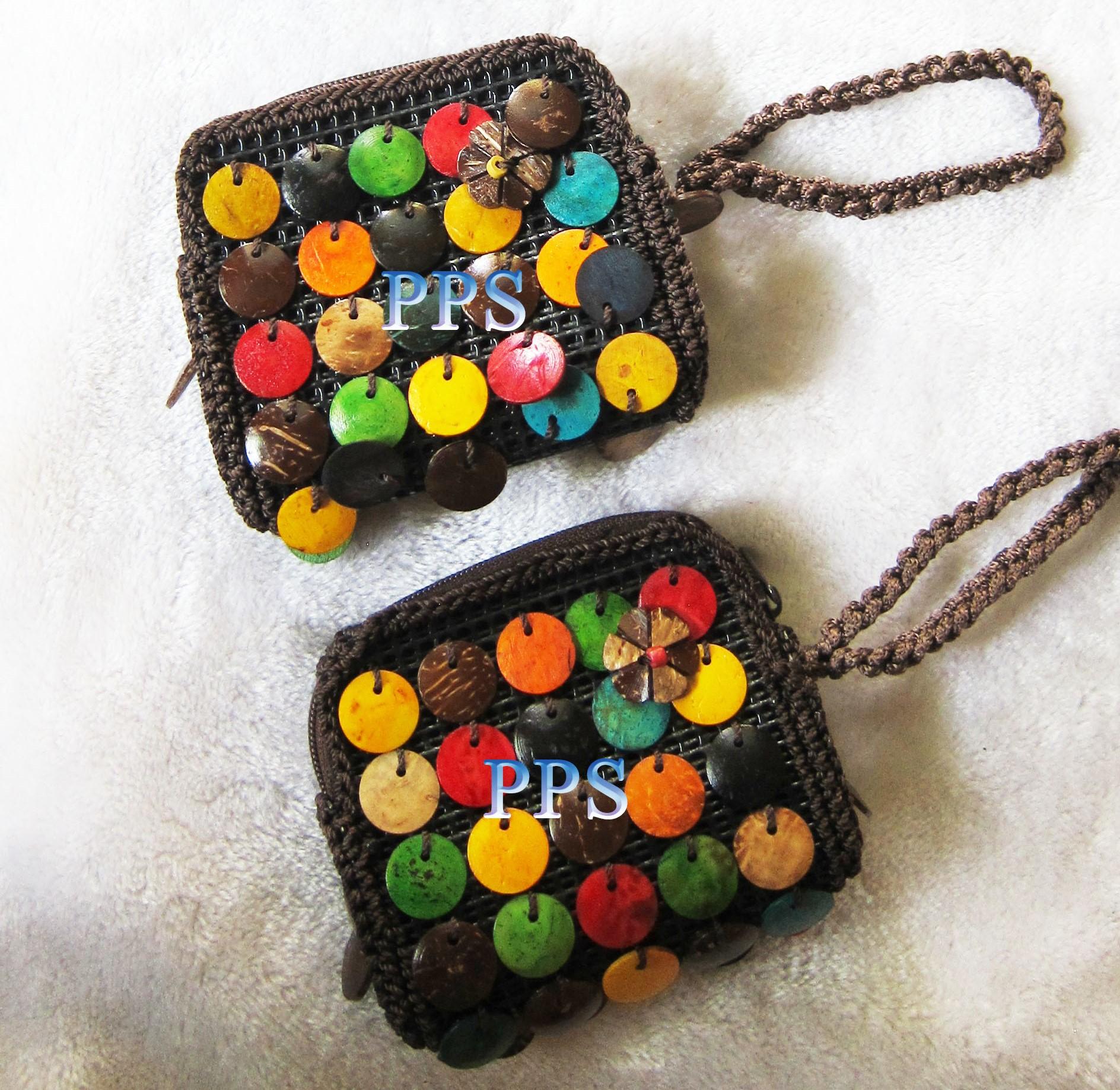 CoconutBeadNecklace and purse_2633 (2)