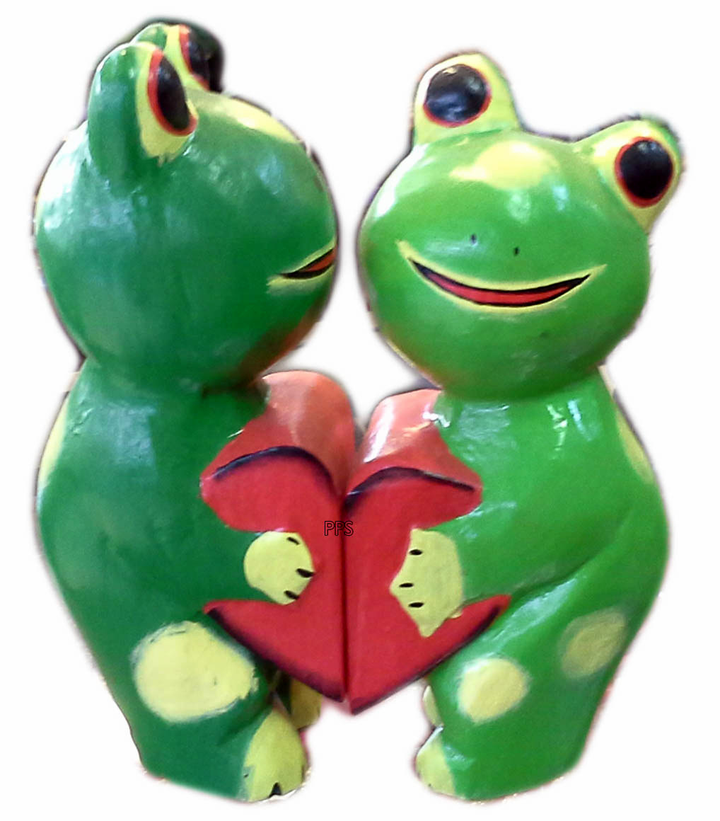 frogs holding heart