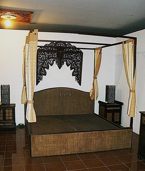 Antique Bed GEDC2939-1