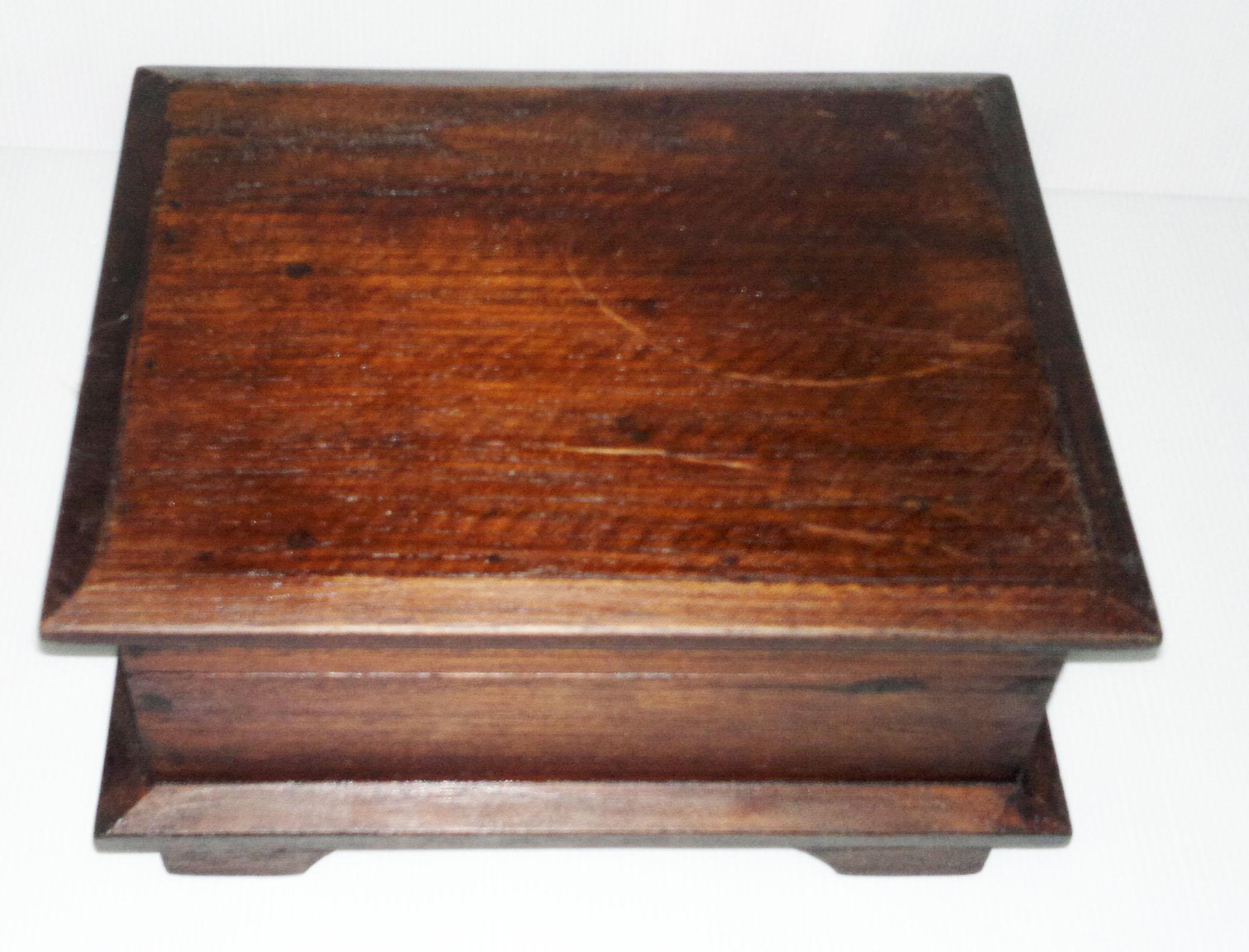 wood treasure box-1470103