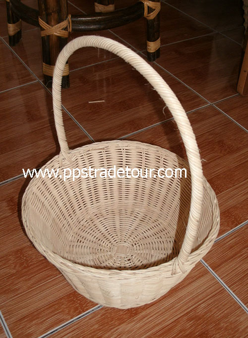 Rattan Basket with handle 1940-1