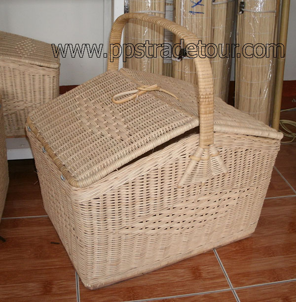 Rattan Basket with lid 1917-1