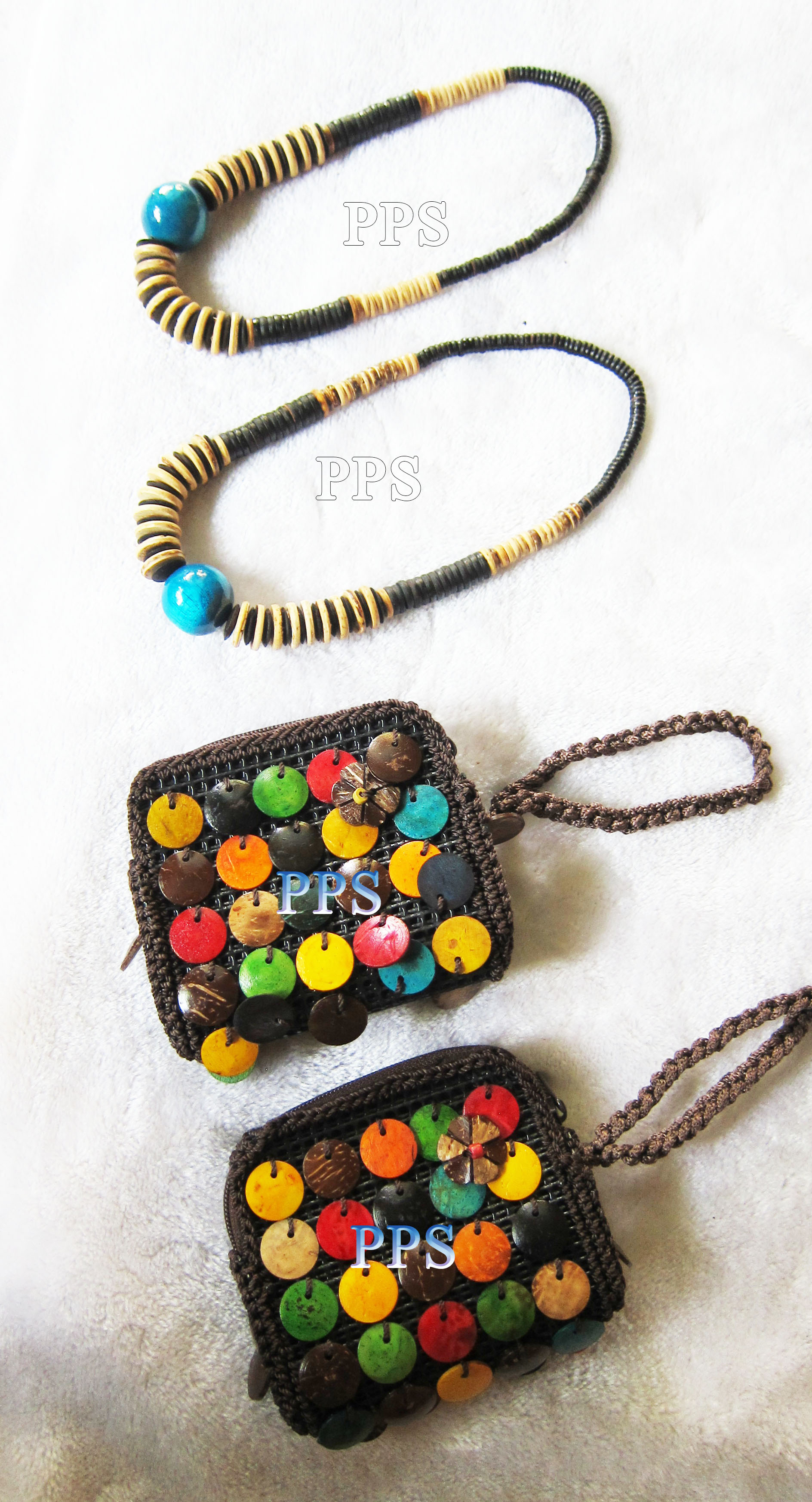 CoconutBeadNecklace and purse_2633