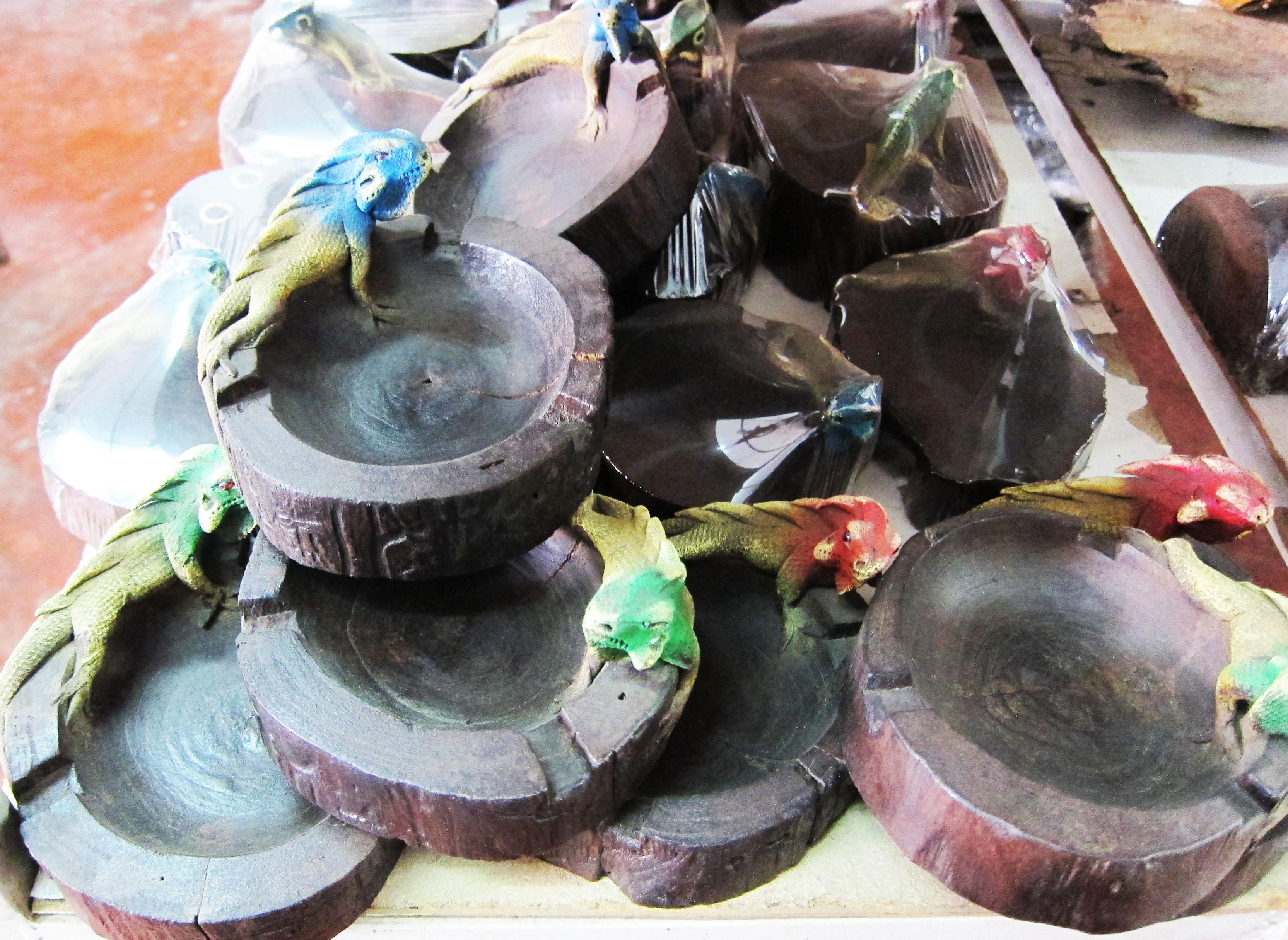 Animal figurine decorative with tray