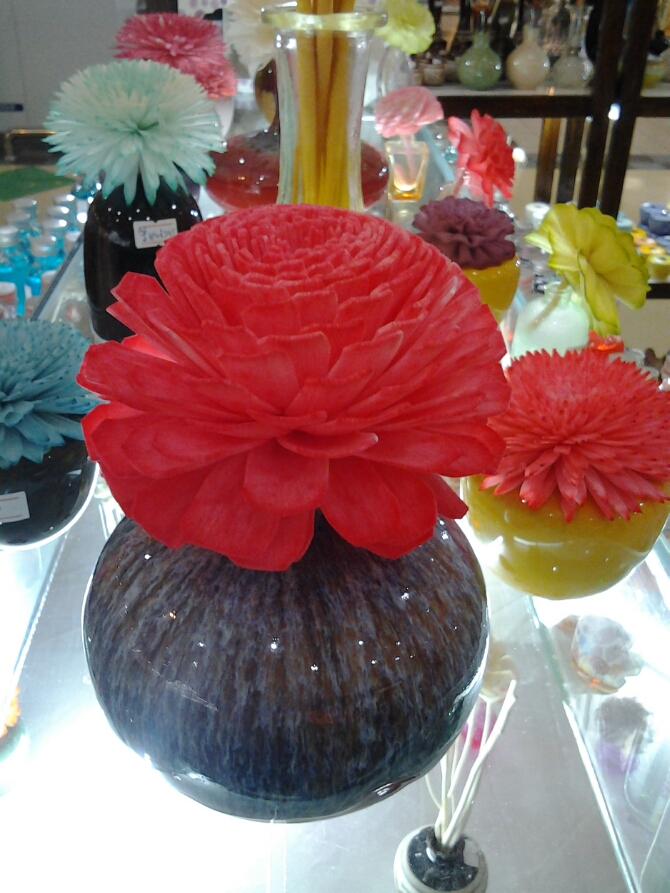 Red flower diffuser