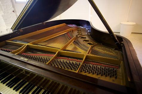 Steinway piano.jpg