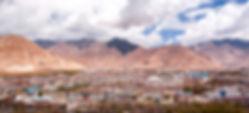 ラサの街と山並み