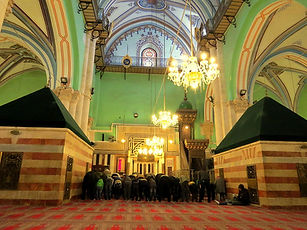 3-Muslims_pray,_in_January_2014.jpg