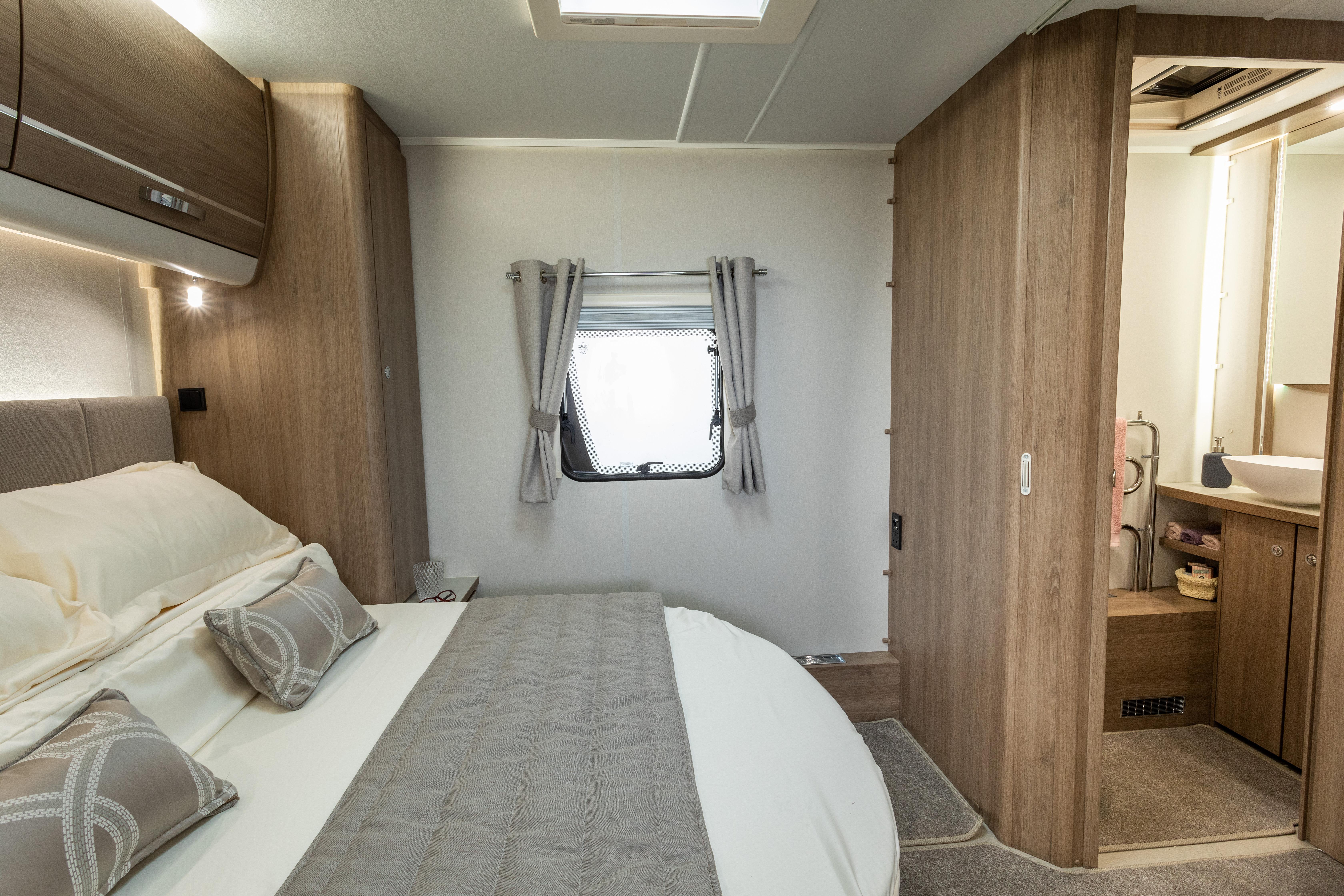 CAPIRO 550 - Island Bed