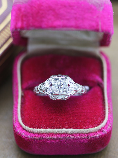 Antique 18 K White Gold Art Deco Diamond Engagement Ring
